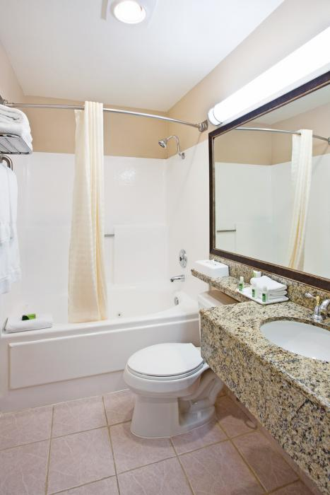 bathroom with counter, sink, toilet, and shower/tub combo