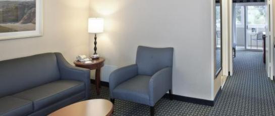 2 suite room living room